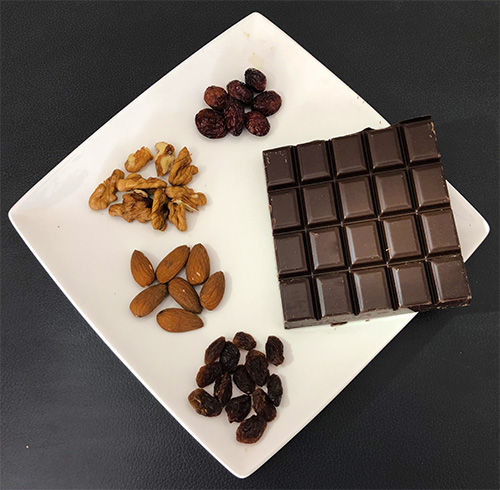Ingrédients pour Mendiants au chocolat noir